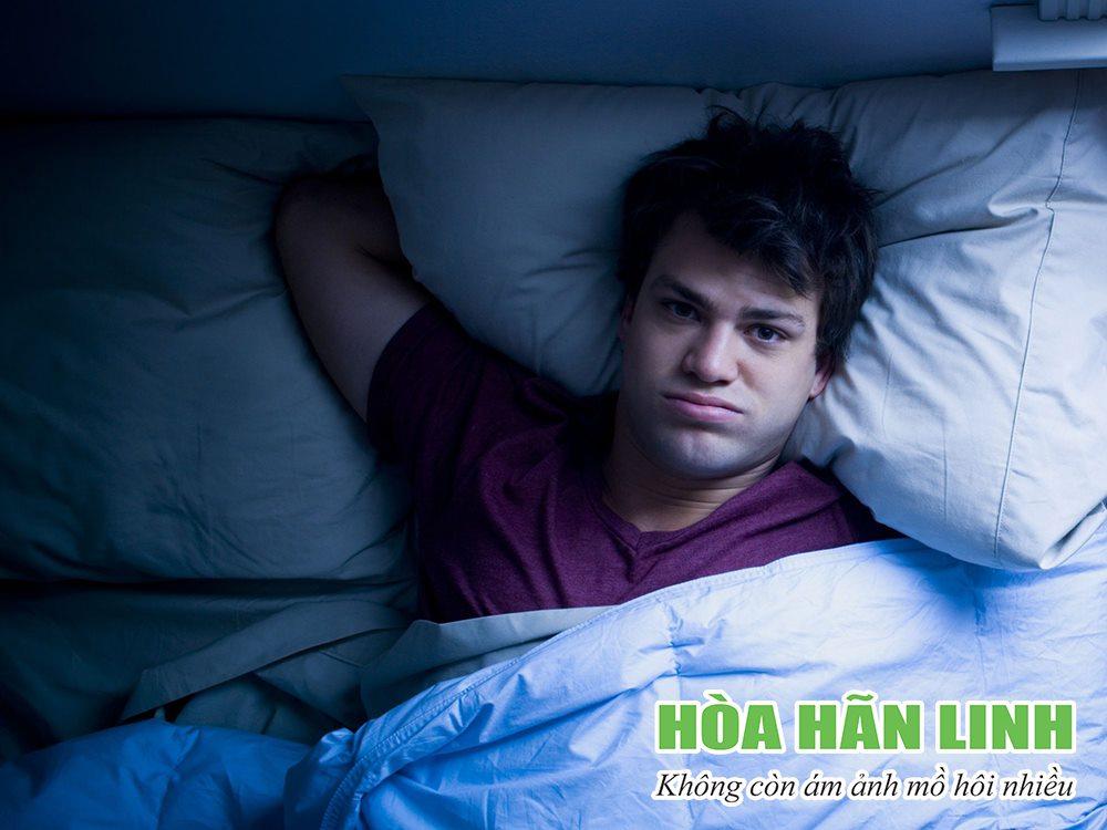 Ra mồ hôi khi ngủ mặc dù trời lạnh là nỗi ám ảnh